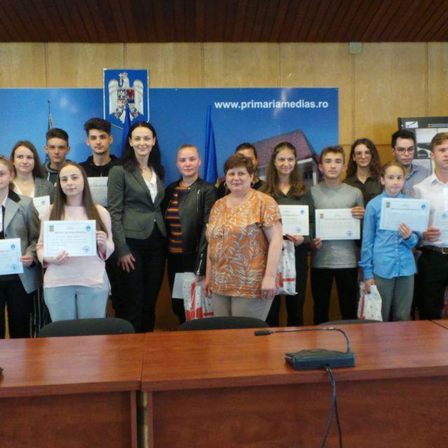 Diplome de performanta si premii in bani pentru cei mai buni elevi din municipiul Medias