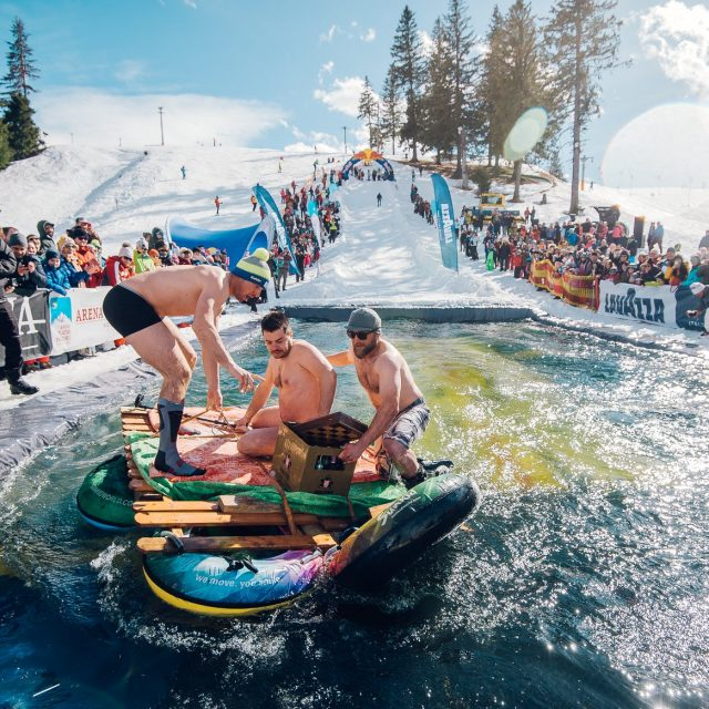 "Concurs ""Slide and Freeze"" la Arena Platoș"